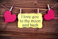 Etiqueta amarilla con te amo a la luna y a la parte posterior fotografía de archivo libre de regalías