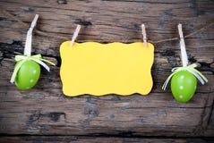 Etiqueta amarilla de Pascua con el espacio de la copia con el marco Fotos de archivo