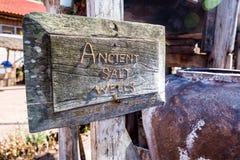 Etiqueta antiga do poço de sal no marco de Boklue da atração Fotografia de Stock Royalty Free