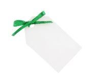 Etiqueta blanca del regalo con el arqueamiento verde Foto de archivo libre de regalías