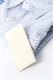 Etiqueta blanca en la camisa Imágenes de archivo libres de regalías