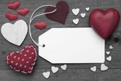 Etiqueta blanco y negro, corazones rojos, espacio de la copia Imagen de archivo