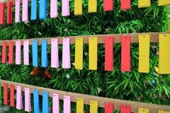 Etiqueta colorida para hacer un deseo en el festival de Tanabata o el festival japonés de la estrella fotos de archivo