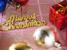 Etiqueta como a escrita, etiqueta dourada do Feliz Natal Foto de Stock