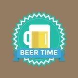 Etiqueta con tiempo de la cerveza del texto Imagenes de archivo