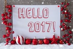 Etiqueta, copos de nieve, bolas de la Navidad, texto hola 2017 Foto de archivo