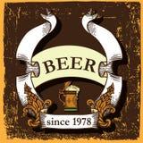 Etiqueta da cerveja com caneca de cerveja Imagens de Stock