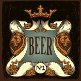 Etiqueta da cerveja com leões e coroa Fotos de Stock