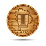 Etiqueta da cerveja no tambor de madeira Fotos de Stock Royalty Free
