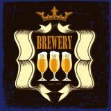 Etiqueta da cerveja para o restaurante da cervejaria com beerglasses e coroa Fotografia de Stock Royalty Free