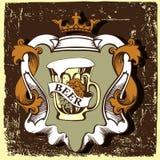 Etiqueta da cerveja para o restaurante da cervejaria com caneca e coroa de cerveja Fotos de Stock