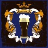 Etiqueta da cerveja para o restaurante da cervejaria com caneca e coroa de cerveja Foto de Stock Royalty Free