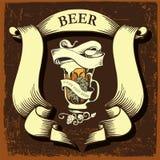 Etiqueta da cerveja para o restaurante da cervejaria com caneca e lúpulo de cerveja Imagens de Stock Royalty Free