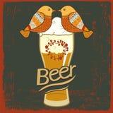 Etiqueta da cerveja para o restaurante da cervejaria com vidro de cerveja Fotos de Stock