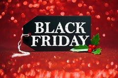 Etiqueta da venda de Black Friday no brilho vermelho fotografia de stock royalty free