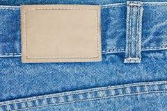Etiqueta de couro em branco em calças de brim Imagens de Stock Royalty Free