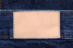 Etiqueta de couro em branco na calças de ganga Imagem de Stock