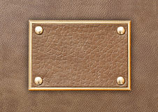 Etiqueta de cuero en un marco metálico Imagenes de archivo