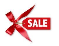Etiqueta de las ventas con el arqueamiento rojo grande de la cinta atado Fotografía de archivo