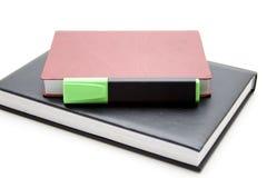 Etiqueta de plástico verde del texto en el libro Foto de archivo libre de regalías