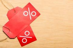Etiqueta de preço vermelha com sinal de por cento Fotografia de Stock Royalty Free