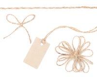 Etiqueta del arqueamiento de la cuerda. Yute que envuelve la colección para el presente y valorar. foto de archivo libre de regalías