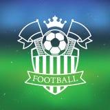 Etiqueta del fútbol/del fútbol con el fondo borroso del estadio Fotos de archivo libres de regalías