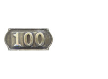 Etiqueta del metal con el número 100 Imagen de archivo