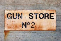 Etiqueta del N2 de la tienda de arma Imagen de archivo libre de regalías