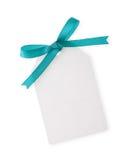Etiqueta del regalo con el arqueamiento verde de la cinta Foto de archivo libre de regalías