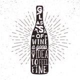 Etiqueta dibujada mano con la botella de vino, el resplandor solar y las letras Fotografía de archivo