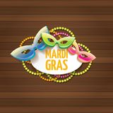 Etiqueta do carnaval do carnaval de Nova Orleães do vetor com máscara e texto no fundo de madeira da parede partido do carnaval d Foto de Stock