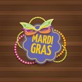 Etiqueta do carnaval do carnaval de Nova Orleães do vetor com máscara e texto no fundo de madeira da parede partido do carnaval d Imagem de Stock