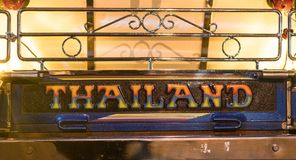 Etiqueta do carro do táxi nativo de Tuk-Tuk em Tailândia fotografia de stock