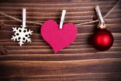 Etiqueta do coração em uma linha como o fundo do Natal ou do inverno Imagens de Stock Royalty Free
