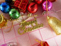 Etiqueta do Feliz Natal, bola colorida do Natal Foto de Stock