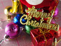 Etiqueta dourada do Feliz Natal, ornamento coloridos Imagens de Stock Royalty Free