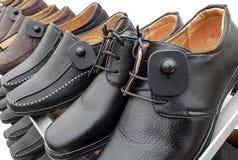 Etiqueta dura del RFID atada en los zapatos fotografía de archivo