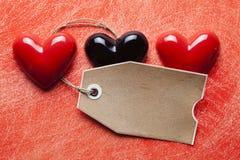 Etiqueta e corações do papel vazio Imagens de Stock Royalty Free
