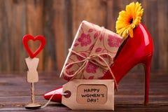 Etiqueta e flor do dia do ` s das mulheres imagem de stock royalty free