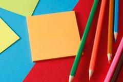 Etiqueta e lápis Imagem de Stock