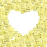 Etiqueta el marco del post-it, en forma de corazón. Foto de archivo