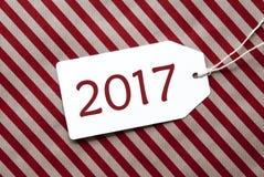 Etiqueta en el papel de embalaje rojo, texto 2017 Fotografía de archivo