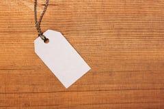 Etiqueta en fondo de madera Fotografía de archivo libre de regalías