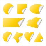 Etiqueta engomada amarilla en diversas dimensiones de una variable Imagen de archivo