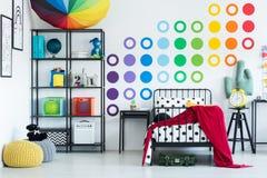 Etiqueta engomada colorida de la pared en sitio Foto de archivo