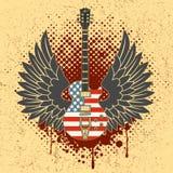 Etiqueta engomada en la camisa la imagen de una guitarra de alas Fotos de archivo libres de regalías