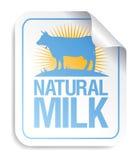 Etiqueta engomada natural de la leche. Fotos de archivo