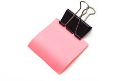 Etiqueta engomada rosada pura en un clip de papel Fotos de archivo