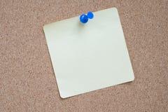 Etiqueta engomada y pasador foto de archivo libre de regalías